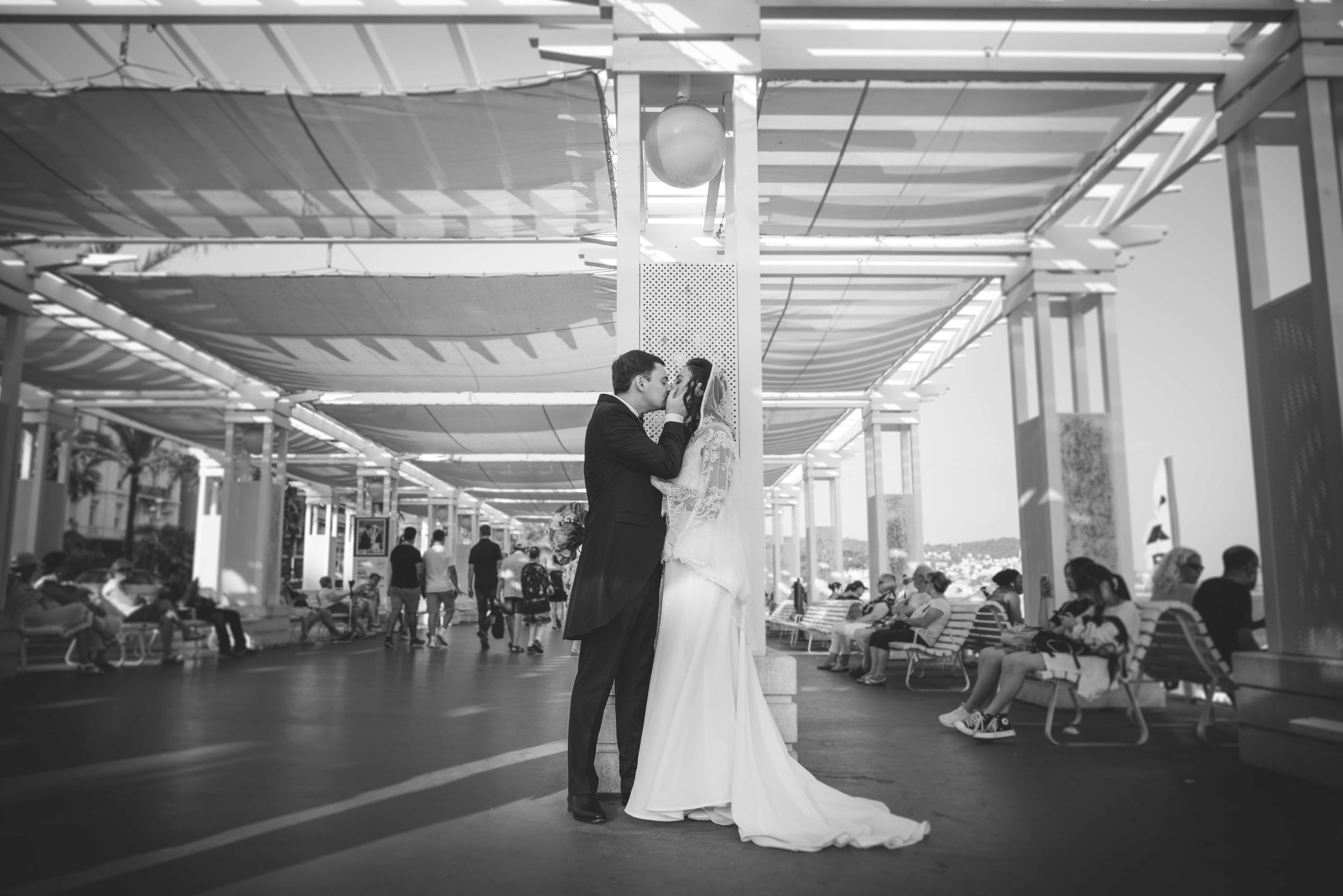 Séance photo de mariage sur la Promenade des Anglais Nice