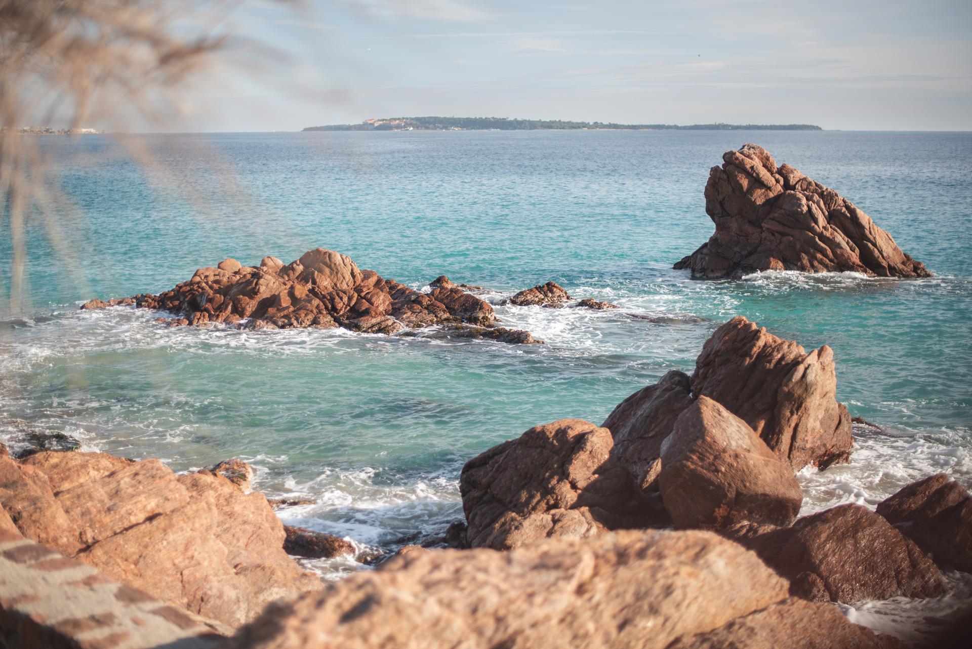 Seance photo grossesse à la plage Cannes