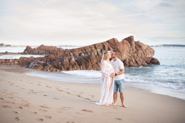 Séance photo grossesse à la plage de sable